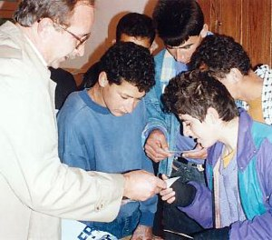Bill Warnock, World Vision Jerusalem director, showing photos to Majid (centre) and other boys.